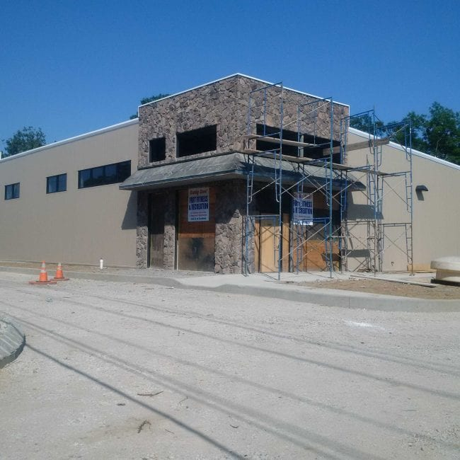 Steelsmith-SteelBuilding-Commercial-FortFitness-FrontProgress