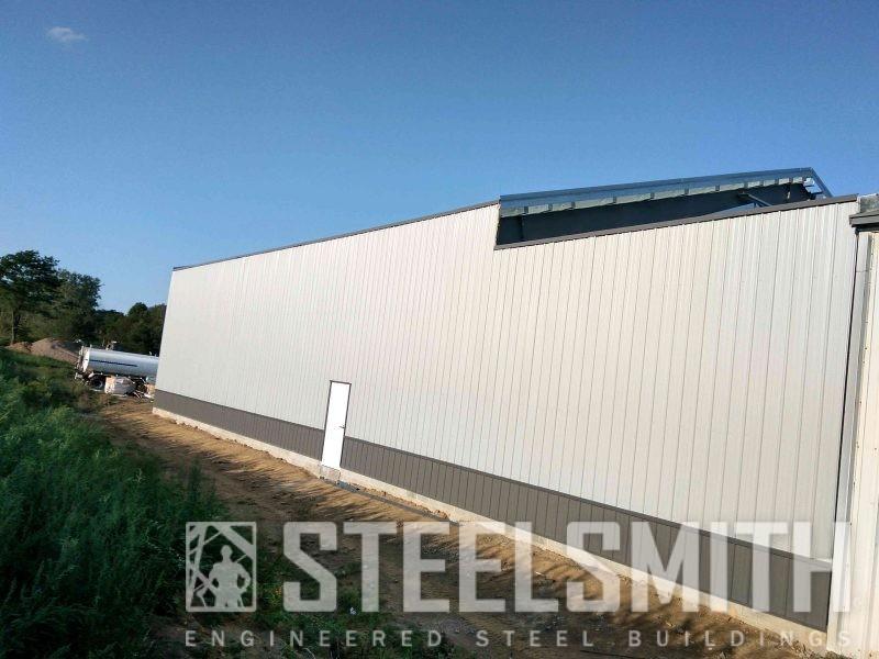 Sidewall fully sheeted, walkdoor installed